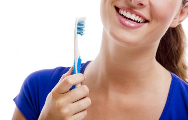Lavarte los dientes es síntoma de encías sanas.