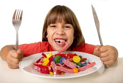 es importante que trates la caries en la dentición temporal de tu hijo porque si llegaran a perder los dientes de leche, el diente permanente se moverá intentando ocupar parte del hueco que ha quedado.