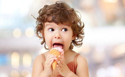 No debes pensar que la caries un diente de leche es menos importante. En nuestra Clínica dental los Valles disponemos de un equipo de odontopediatras que cuidarán de la salud dental de tu hijo desde pequeño hasta que se haga un adulto. Si vives en Guadalajara llámanos y compruébalo, la primera cita es gratuita.