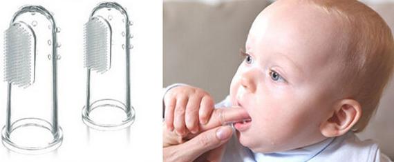 cepillos dentales de silicona que se ponen en el dedo del adulto como si fuese un dedal y que son bastante prácticos con los niños pequeños.