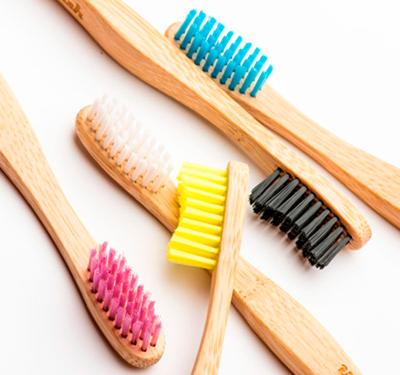 Existen ya alternativas para el cepillo de dientes como de bambó o madera.