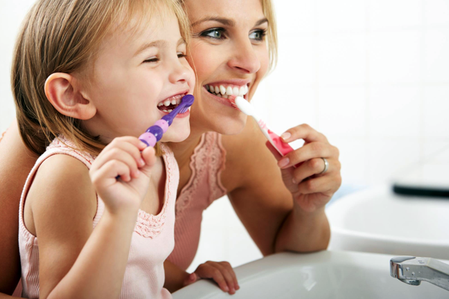 La higiene dental es básica para prevenir la caries dental.